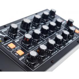 MOOG MINITAUR 2.0 analog synthesizer MIDI