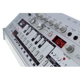ROLAND TB03 bass line syntesizer