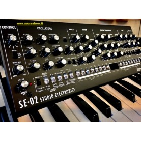 ROLAND SE02 synth analogico boutique