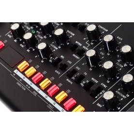 ROLAND SE02 Analogue Synthesiser boutique